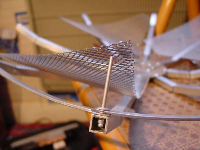 Y 0 011x antenne parabolique de bricolage for Fabriquer une antenne tv interieur